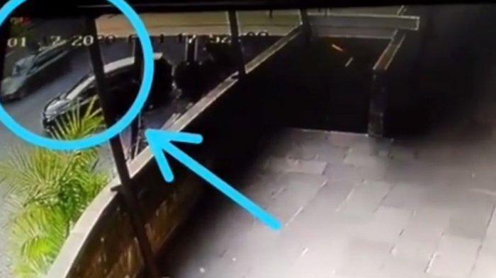 Video Pengendara Mobil Tabrak Satpam, Setelah Kepergok Mesum di Dalam Mobil