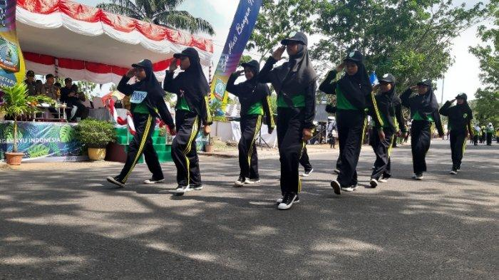 Warga Antusias Saksiakan Gerak Jalan Tepat Waktu Tingkat SD dan SMP di Beltim