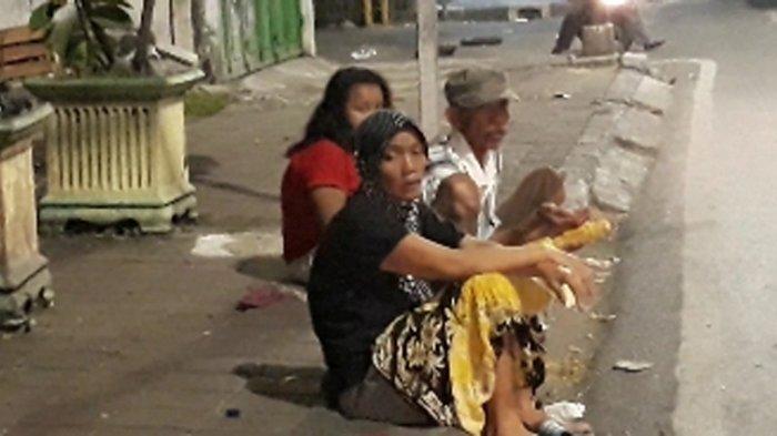 Demi Uang Rp 50 Ribu, Puluhan Orang Mengemper Tengah Malam di Tanah Abang