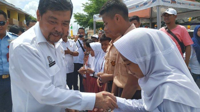 Seribu Siswa SD dan SMP di Belitung Dapat Beasiswa