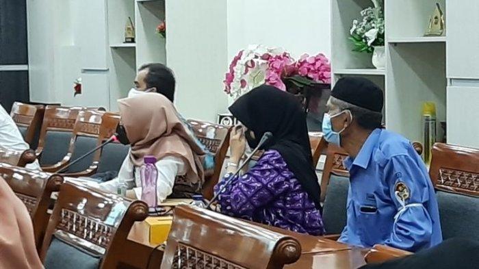 Calon Siswa Menangis di DPR Keluhkan Seleksi Umur dalam PPDB DKI Jakarta: Ini Tidak Adil