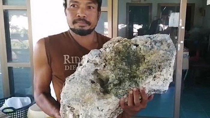 PemulungTemukan Bongkahan Batu saat Cari Sampah di Pantai, Baru Tahu Harganya Rp 9 Miliar