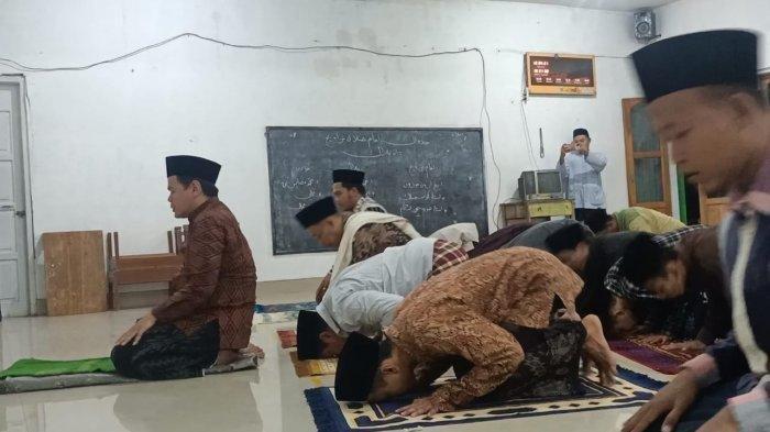 Shalat Tarawih Super Kilat di Indramayu, 23 Rakaat Selesai 6 Menit, Gerakan Sujud Cuma 1 Detik