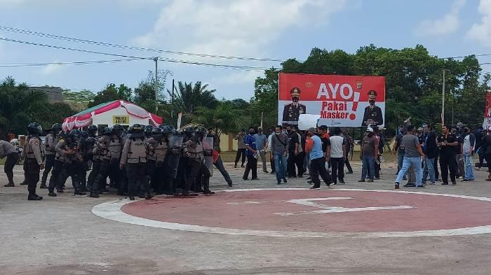 Massa Demonstran 'Serang' Polres Belitung Timur, Ternyata Ada Kejadian Ini