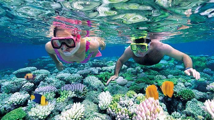 Ingin Snorkeling Tapi Tak Bisa Renang? Ikuti Cara Ini