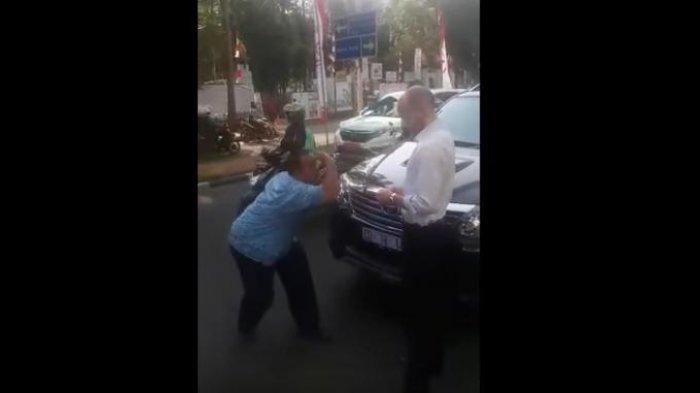 Ngakak Abis! Begini Cara Sopir Taksi Marahi Diplomat Asing Saat Mobilnya Ketabrak, Videonya Viral