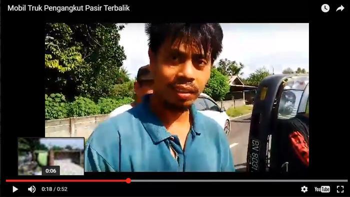 (Video) Mobil Truk Pengangkut Pasir Ini Terbalik, Sopirnya: Aku Tidak Apa-apa