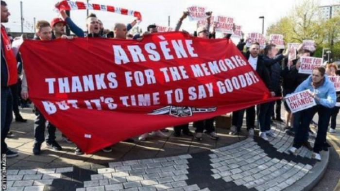 Pendukung Arsenal Ingin Perubahan, Arsene Wenger Diminta Mundur