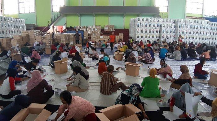 Jelang 24 Hari Pencobosan, KPU Kabupaten Belitung Mulai Lipat dan Sortir Surat Suara