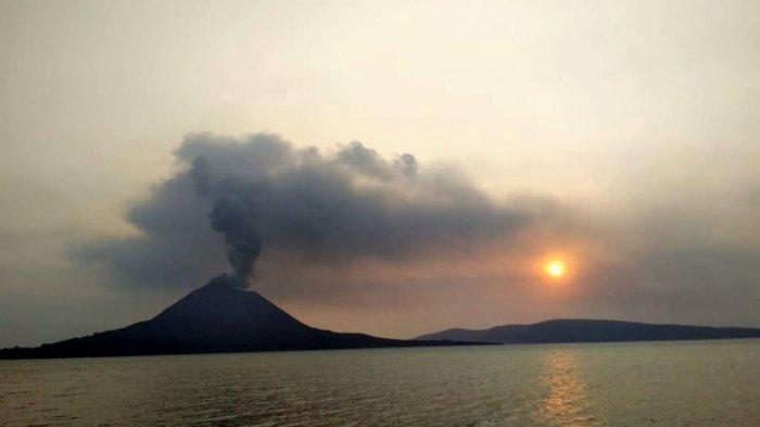 Gunung Anak Krakatau Erupsi Lagi, BMKG Khawatir Jurang Bawah Laut Longsor