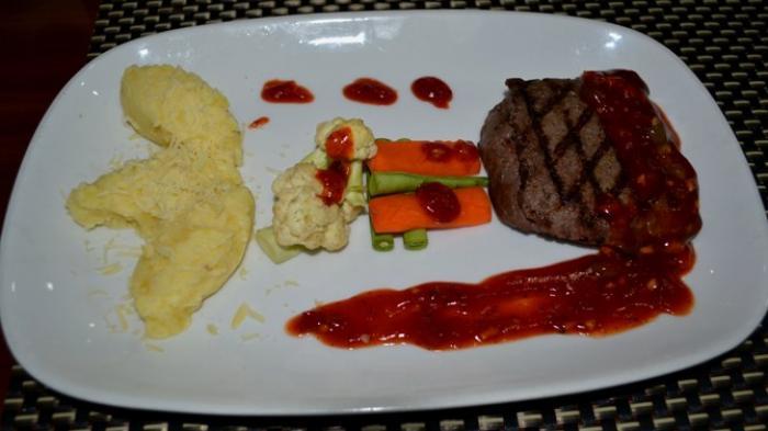 Cukup Pakai Jari, Cara Mudah Mengukur Kematangan Steak Tanpa Termometer Khusus Memasak