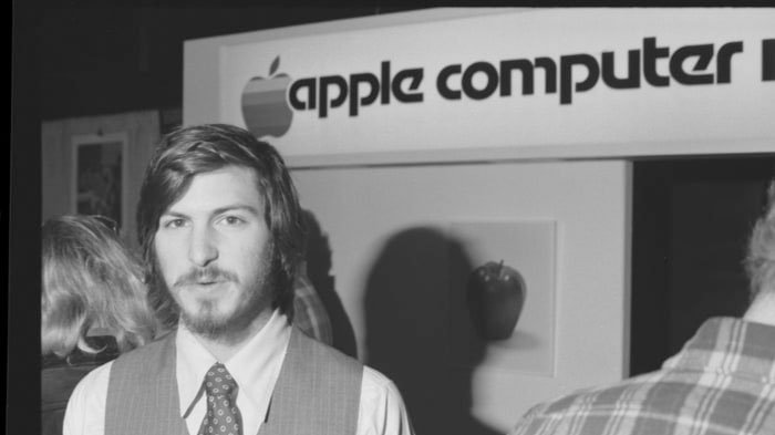 Surat Lamaran Kerja Pendiri Apple Terjual Rp 2,3 Miliar