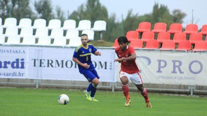 Stiker timnas U-19 Indonesia, Irfan Jauhari, saat melawan Bosnia Herzegovina