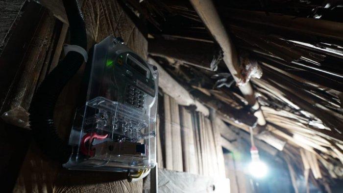 Petugas PLN Antar Sampai Pulau Gersik, 75 Ribu Pelanggan PLN Babel Nikmati Stimulus Listrik Covid-19