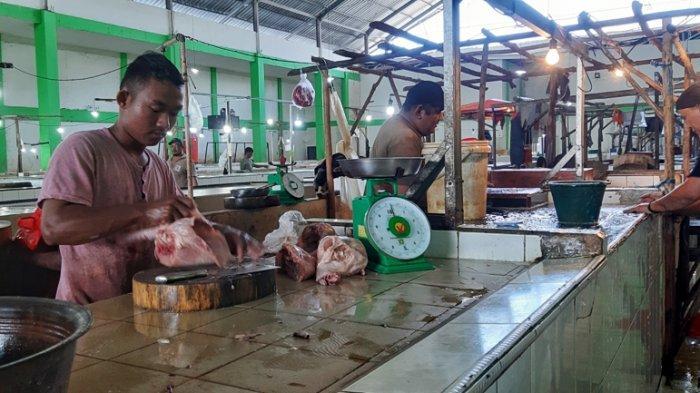 Harga Ayam Merosot, Pedagang Sate Rela Gadai Emas Demi Stok Ayam untuk Dagangan