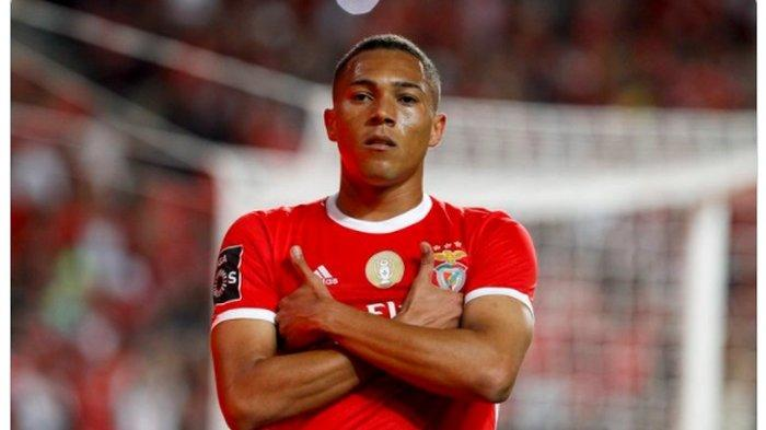 Striker Benfica yang akan segera menjadi pemain Tottenham Hotspur, Carlos Vinicius.