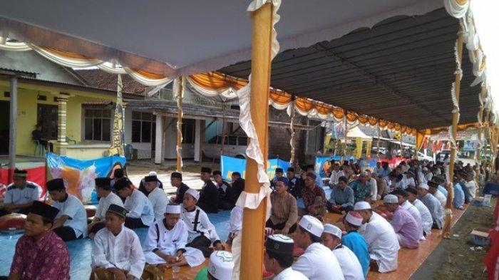 Warga Ramaikan Acara Nganggung Perayaan Ruah Kubur di Desa Keretak
