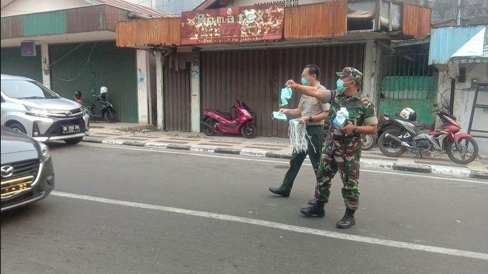 20 Ribu Masker Dibagi untuk Pengendara Jalan di Kawasan Bundaran Satam Tanjungpandan Belitung