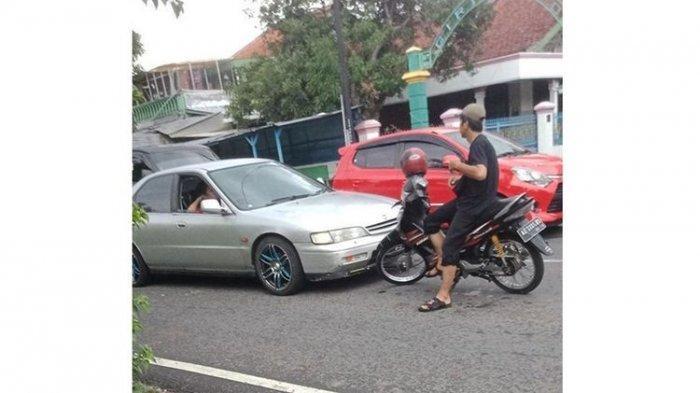 Viral Pemotor Hadang Mobil yang Hendak Ambil Jalur di Jalan Raya