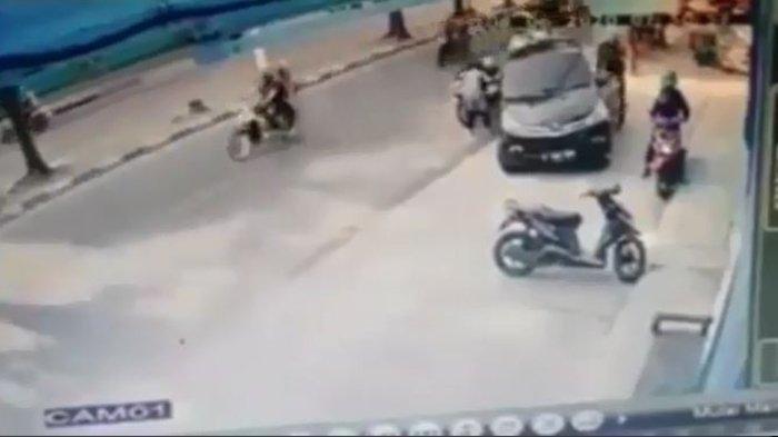Pencurian Bermodus Ban Kempes Incar Perempuan, Video CCTV Ini Jadi Pelajaran