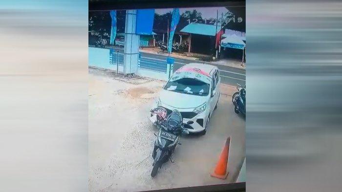 Video Mobil Tabrak Motor Parkir di Halaman ATM Bank di Manggar Belitung Timur Beredar, ini Jelasnya