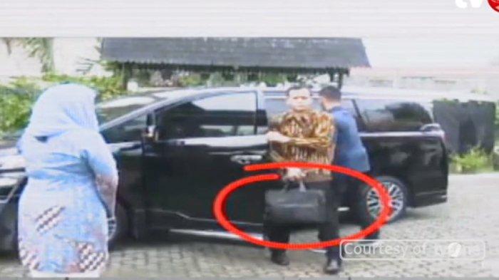 Teka-teki Tas Hitam yang Dibawa Paspampres Saat Jokowi Datangi Rumah Gus Dur, Banyak yang Ngira Uang