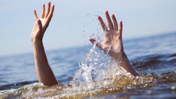Berfoto di Batu Karang Tepi Pantai, Mahasiswa Diseret Ombak Besar Tenggelam dan Hilang