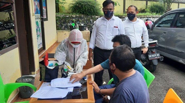 Sat Narkoba Polres Belitung Lakukan Rapid Test Terhadap Enam Tersangka