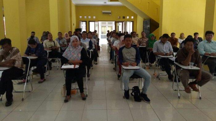 Lolos Seleksi Administrasi, Puluhan PPK untuk Pemilu 2019 di Beltim Ikuti Tes Tertulis