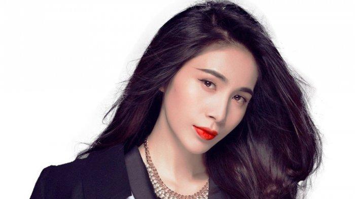 Penyanyi Cantik Ini Marah di Facebook Gara-gara Mantan Kapten Timnas Vietnam