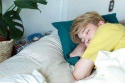 Jangan Menghadap Kanan! Ini Posisi Tidur yang Dianjurkan Untuk Mencegah Asam Lambung Naik
