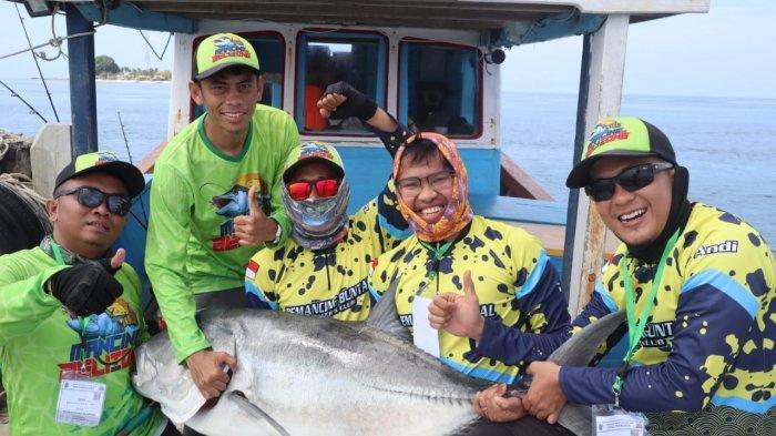 Wow ! Tangkap Ikan Kuwe Bobot 31,6 Kg, Butuh Waktu Sepuluh Menit, Sampai Sakit Pinggang