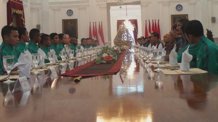 Pemain Timnas Dapat Rp 200 Juta Per Pemain, Jokowi: Nanti Sore Ditransfer (VIDEO)