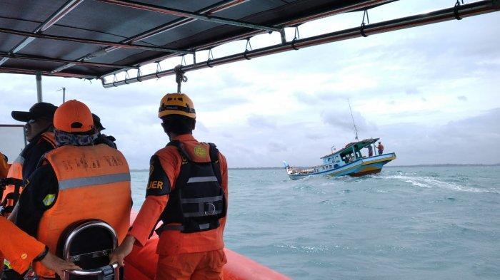 BREAKINGNEWS Perahu Nelayan Kalbar yang Hilang Kontak di Perairan Belitung Timur Ditemukan Selamat