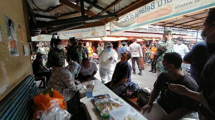 Tim Gabungan Tracking Covid-19 secara Acak di Pasar Tanjungpandan dan Warung Kopi