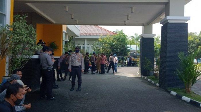 Ratusan Personil Gabungan Jaga DPRD Belitung, Ada Rencana Aksi Demonstrasi