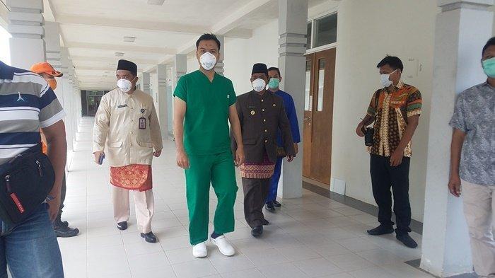 Sekda Belitung Hendra Caya Tepis Isu Tidak Benar yang Sebut Bupati Sanem Diisolasi di Rumah Sakit