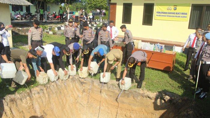 Jajaran Polres Bangka Tengah Musnahkan Miras Sebanyak 3.000 Liter