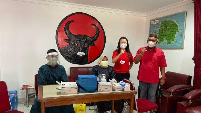 Warga Antusias Dapatkan Vaksin Covid-19 yang Diadakan DPC PDI Perjuangan Belitung
