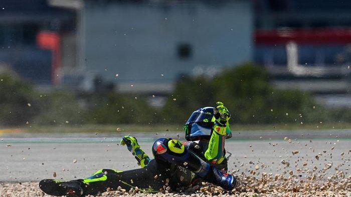 Balapan Pakai Gaya Jadul, Valentino Rossi Harus Sadar Diri, Pantas Saja Kalah dengan Pebalap Muda