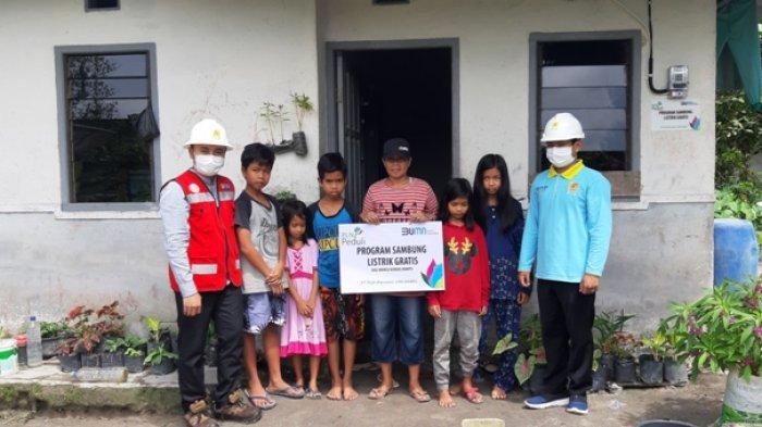 PLN UP3 Belitung Sambungkan Listrik Gratis di Rumah Janda Beranak Lima