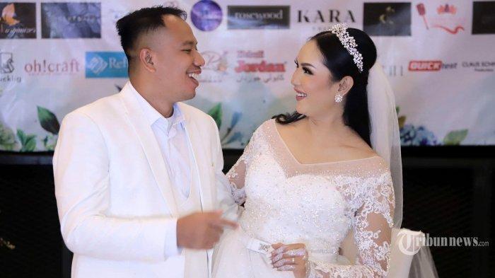 Vicky Prasetyo resmi menikahi Kalina Ocktaranny di The Lodge at Jagorawi Golf & Country Club, Bogor, Jawa Barat, Sabtu (13/3/2021)|Artis Vicky Prasetyo membuat pengakuan, di mana dirinya pernah menghamili seorang artis sinetron, dan memiliki anak darinya.