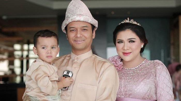Keluarga Vicky Shu dan Ade Imam