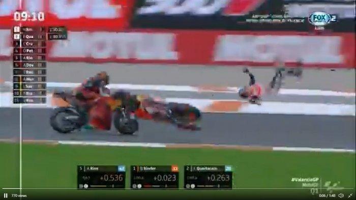 Video detik-detik kecelakaan Alex Marquez, sempat terpental ke udara sebelum jatuh menghantam aspal - Kecelakaan Alex Marquez saat menjalani Kualifikasi MotoGP Valencia 2020, Sabtu (14/11/2020).