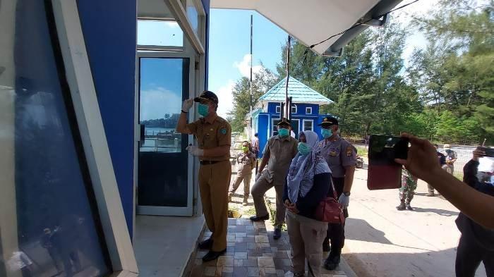 Wabup Belitung Timur Peringatkan Penumpang yang Baru Turun di Pelabuhan ASDP Manggar Dirumah Saja