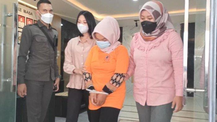 Utang Selilit Pinggang, Wanita Ngaku Rp1,3 M Hilang di Bagasi Motor, Polisi Tak Percaya Korban Begal