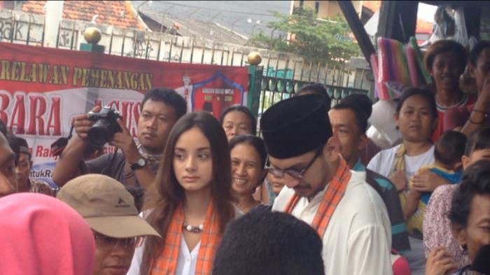 Inilah Wanita Cantik yang Temani Agus Yudhoyono Menerobos Gang Sempit
