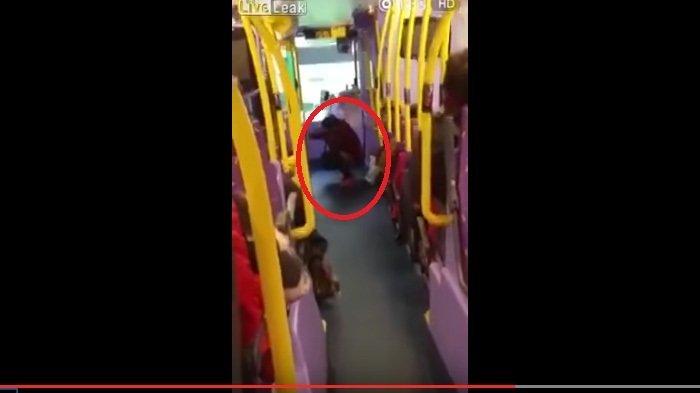 Alamak! Wanita Buka Celana di Dekat Sopir Bus, Videonya Ditonton Ratusan Ribu Netizen Dalam 3 Hari
