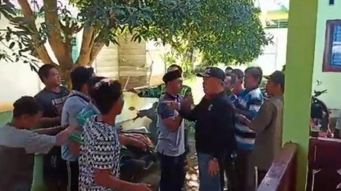 Ibu-ibu Protes Dicoret dari BLT Berujung Baku Hantam Warga-Perangkat Desa