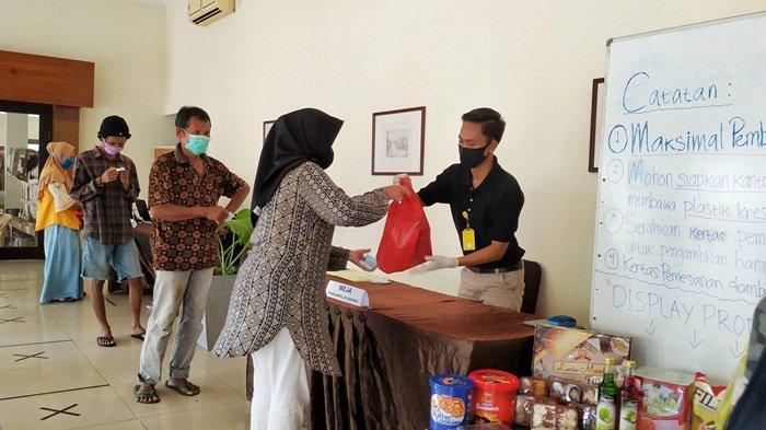 Jangan Lupa Bawa Tas Belanja Sendiri di Bazar Sembako Murah BUMD, Kantong Plastik Dikenakan Biaya